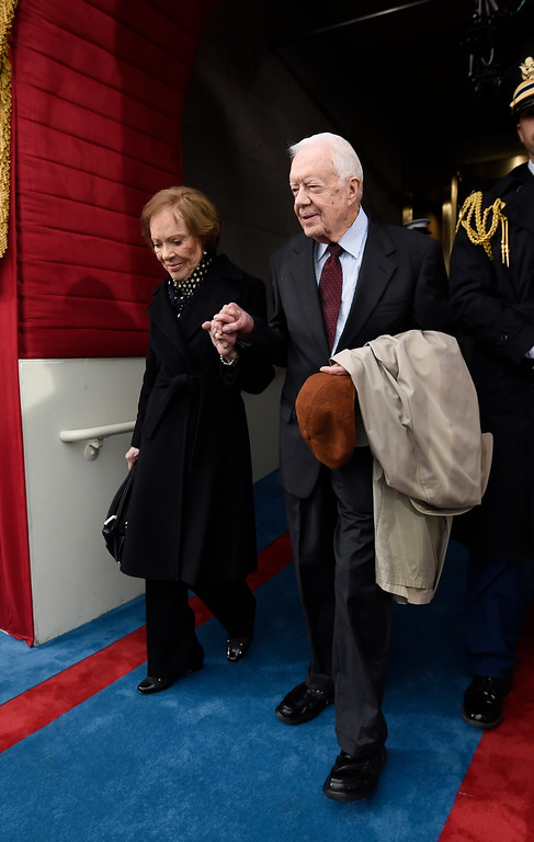 . Former US President Jimmy Carter and First Lady Rosalynn Carter arrive for the Presidential Inauguration of Donald Trump at the US Capitol in Washington, DC, January 20, 2017. / AFP PHOTO / POOL / SAUL LOEB