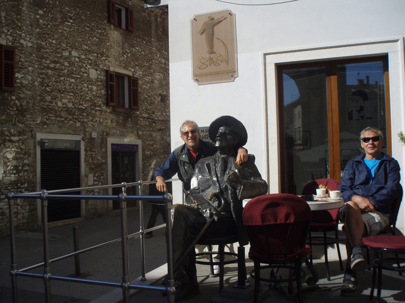 Chatting with James Joyce in Pula (he apparently liked to sit in this cafe, so they immortalized him in bronze).