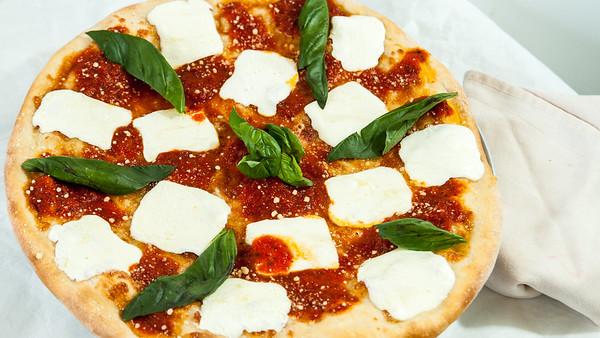 JoesPizzeriaMargaritaPizza-3545