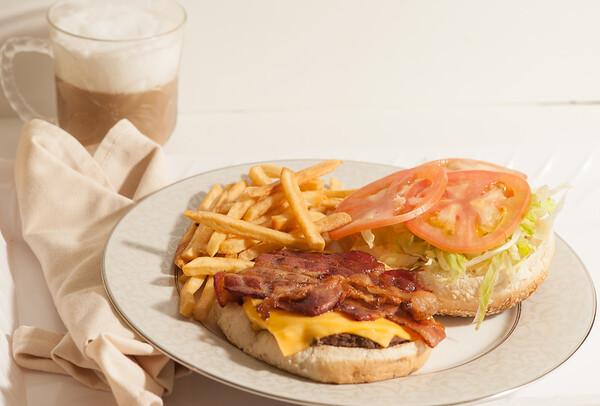 Stop&Deli-BaconCheeseburger-1215