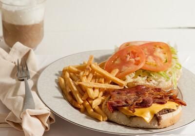 Stop&Deli-BaconCheeseburger-1198