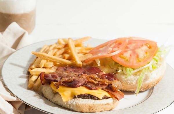 Stop&Deli-BaconCheeseburger-1213