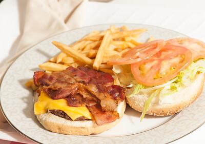 Stop&Deli-BaconCheeseburger-1210