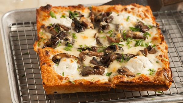 Allora-TruffleMushroomPizza-2169