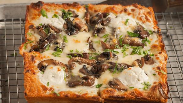 Allora-TruffleMushroomPizza-2170