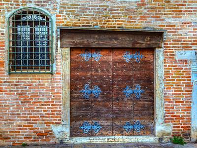 Details in the doorway