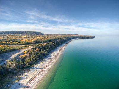 Une partie de la baie de Patate et la pointe Carleton, rive nord d'Anticosti