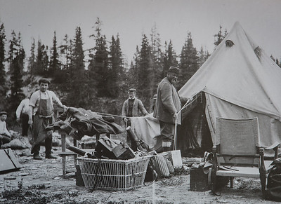 Rivière Jupiter, Pool Grey ou Jupiter 12, en 1905. henri Menier  debout près de la tente.