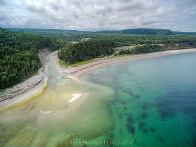Vol de drone au dessus de l'embouchure de la rivière Patate