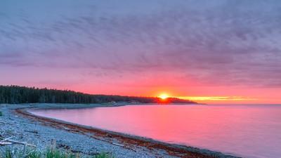 La baie McDonald et l'auberge au coucher de soleil,