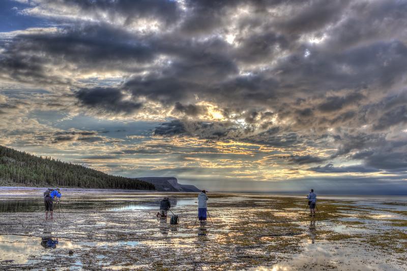 Puyjalon cliff, Anticosti Island, photographers in action