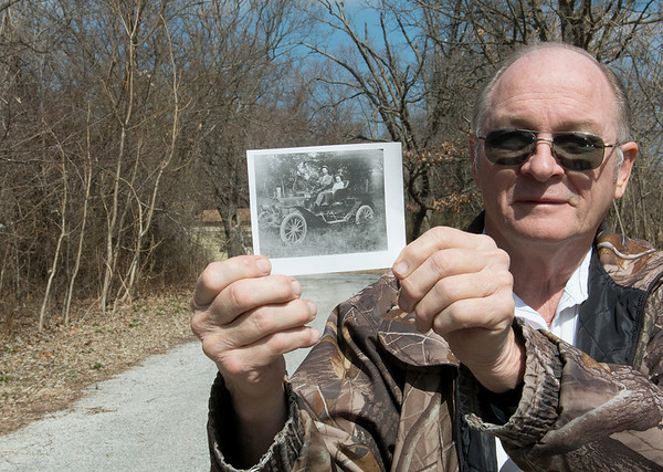 Globe/Roger Nomer<br /> Gary Miller holds a photo of the third automobile in Neck City, belonging to Dr. W.G. Hogan.
