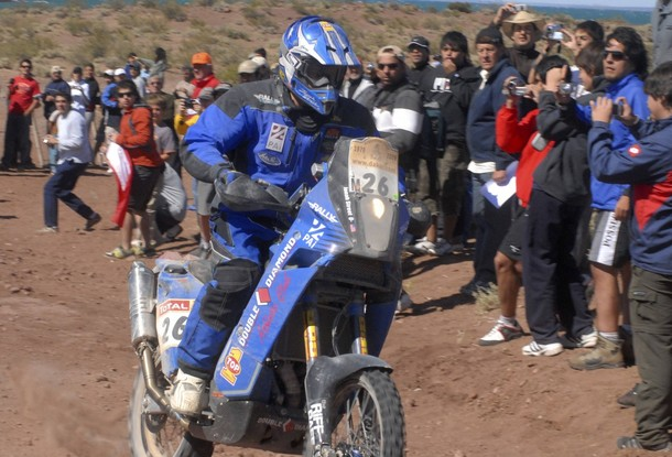Jonah Street of the U.S on his KTM competes in the 488 kilometres (303 miles) fourth stage of the South American edition of the Dakar 2009 from Ingeniero Jacobacci to Neuquen, in Argentina's Patagonian Villa El Chocon, January 6, 2009. The 15-day off-road race Dakar Rally is being staged in South America for the first time due to fears of a militant attack in Africa. REUTERS/Yamil Regules  (ARGENTINA)