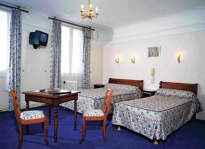 Chambre à lit jumeaux_p1