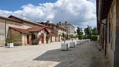 La grande cour des chais du Château Lanessan