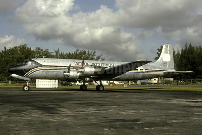 AeroEjecutivos Douglas DC-6A YV-501C (msn 44645) MIA (Bruce Drum). Image: 105517.