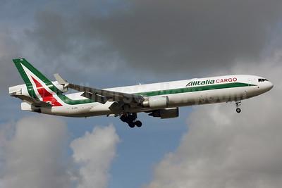 Alitalia Cargo (1st) (Linee Aeree Italiane) McDonnell Douglas MD-11F EI-UPA (msn 48426) MIA (Brian McDonough). Image: 901328.