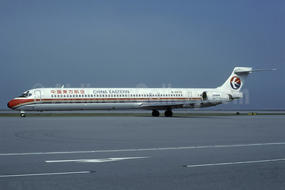 China Eastern Airlines McDonnell Douglas MD-90-30 B-2270 (msn 53590) HKG (Rolf Wallner). Image: 938546.