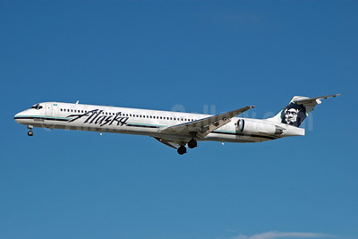 Alaska Airlines McDonnell Douglas DC-9-83 (MD-83) N947AS (msn 53020) LAS (Bruce Drum). Image: 100306.