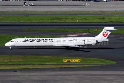 JAL-Japan Airlines McDonnell Douglas MD-90-30 JA8070 (msn 53358) HND (Akira Uekawa). Image: 909456.