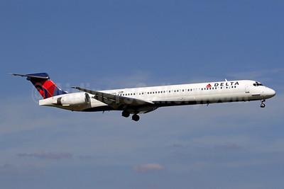 Delta Air Lines McDonnell Douglas MD-90-30 N937DN (msn 53352) DCA (Brian McDonough). Image: 913469.