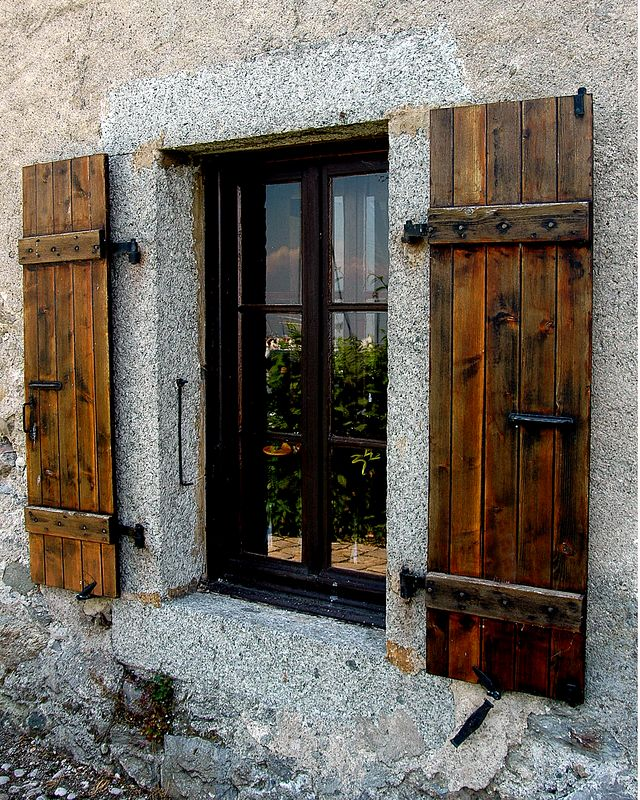 Window <br /> Yvoire, France