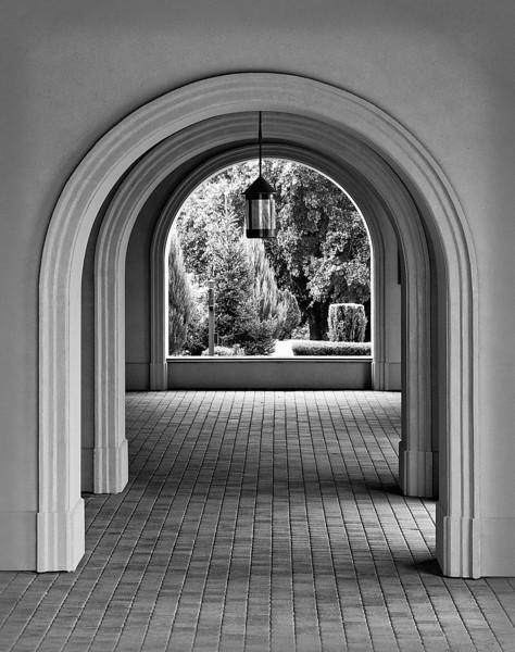 Arches-8273-LM1a-C1-B&W