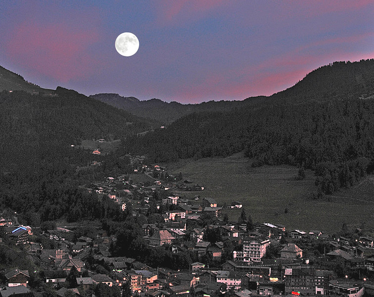 Moonrize over Morzine