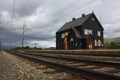 Fokstua stasjon, Dovrebanen. (m/ nærbilde av sporet i forgr.)