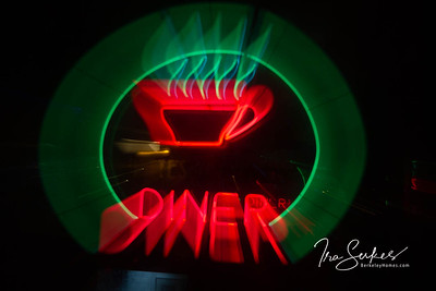 us-ca-berkeley-neon-restaurant-cafe-cafeteria-diner-bettes-oceanview-diner-1807-4th-neon-glowing-zoom-1