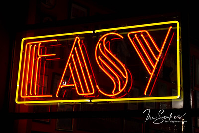 us-ca-berkeley-neon-restaurant-cafe-cafeteria-diner-easy-creole-1761-alcatraz-neon-glowing-night-01