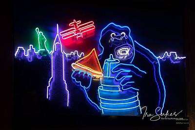 us-ca-berkeley-neon-restaurant-cafe-cafeteria-diner-arinell-2109-shattuck-neon-glowing-03