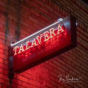 us-ca-berkeley-neon-restaurant-cafe-cafeteria-diner-taqueria-talavera-1561-solano-neon-glowing-night-3