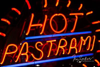 us-ca-berkeley-neon-restaurant-cafe-cafeteria-diner-sauls-1745-shattuck-neon-glowing-pastrami-03