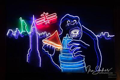 us-ca-berkeley-neon-restaurant-cafe-cafeteria-diner-arinell-2109-shattuck-neon-glowing-04