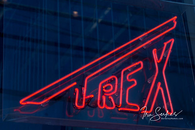 us-ca-berkeley-neon-gone-restaurant-cafe-cafeteria-diner-t-rex-1300-10th-street-neon-glowing-day-01