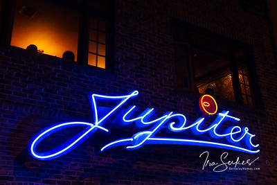 us-ca-berkeley-neon-restaurant-cafe-cafeteria-diner-jupiter-2181-shattuck-neon-glowing-night-01