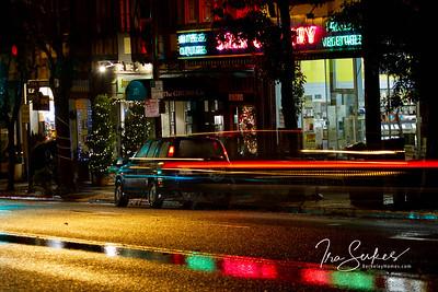 us-ca-berkeley-neon-shop-business-star-market-3068-claremont-avenue-neon-glowing-night-1