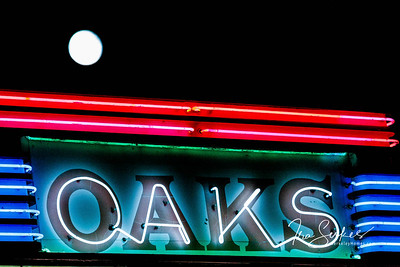us-ca-berkeley-neon-under-repair-theater-oaks-theater-1875-solano-neon-glowing-night-moon-2