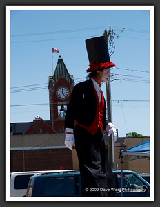 Stiltwalkers in Downtown Collingwood  06-27-09 8