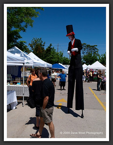 Stiltwalkers in Downtown Collingwood  06-27-09 19