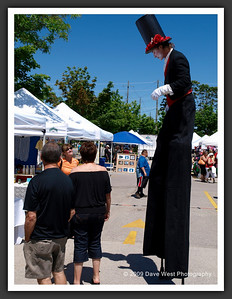Stiltwalkers in Downtown Collingwood  06-27-09 20