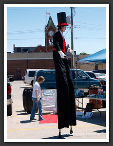Stiltwalkers in Downtown Collingwood  06-27-09 7