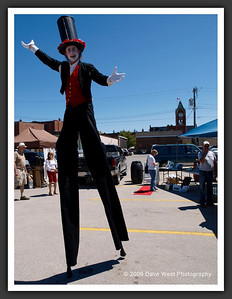 Stiltwalkers in Downtown Collingwood  06-27-09 14