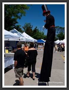 Stiltwalkers in Downtown Collingwood  06-27-09 21