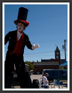 Stiltwalkers in Downtown Collingwood  06-27-09 13