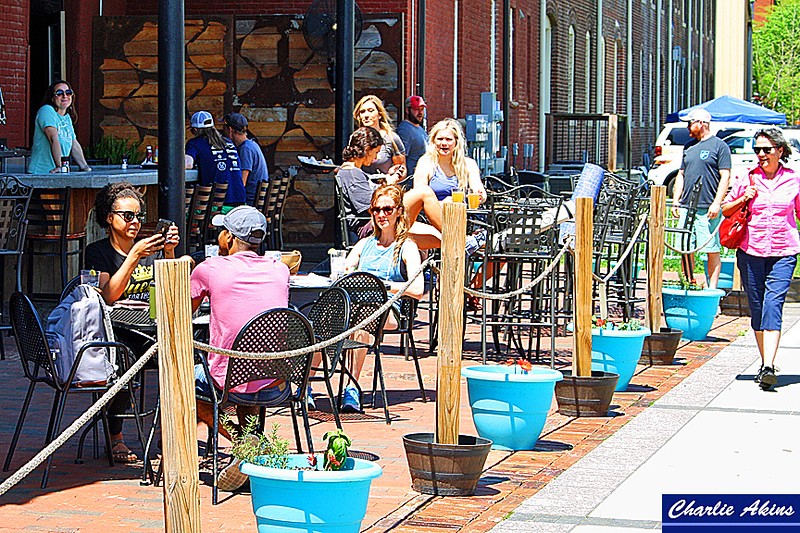 Lunch outdoors in Downtown Lynchburg