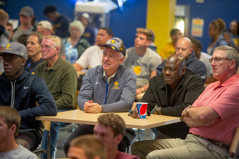 17129-Selection show-2572