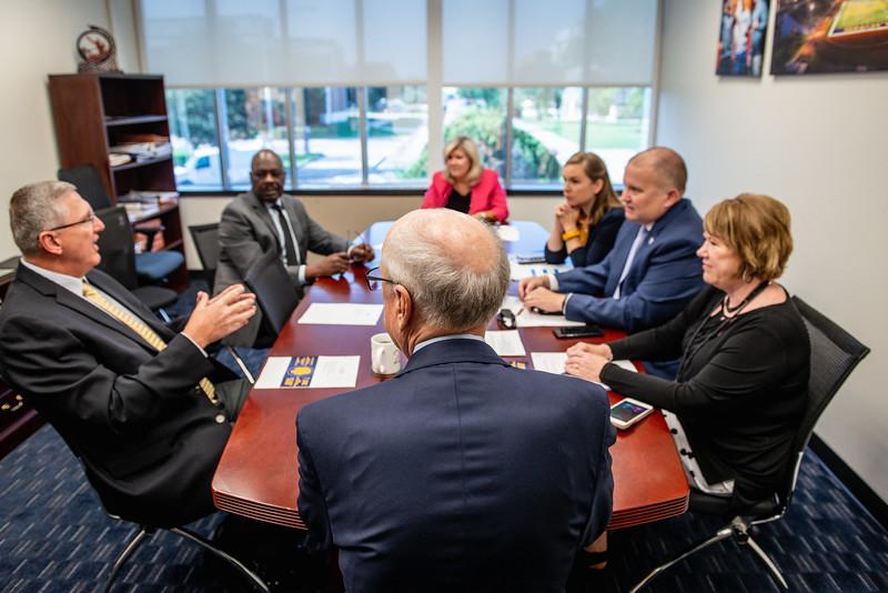 M18207-President, VPs meeting-