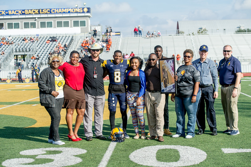 M18072-Senior Day Football game-9655